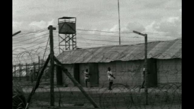 vidéos et rushes de national archives release colonial documents; tx 2.6.1959 b/w detention camp for kenyans invovled in the mau mau uprising - laisser partir