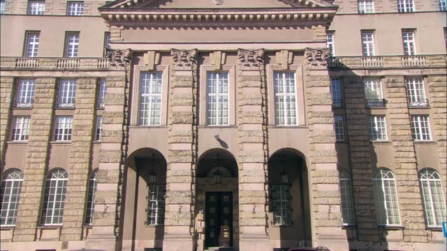 national bank of agriculture in warsaw - frontgiebel stock-videos und b-roll-filmmaterial