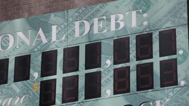 national debt clock not all numbers visable - statsskuldklockan bildbanksvideor och videomaterial från bakom kulisserna