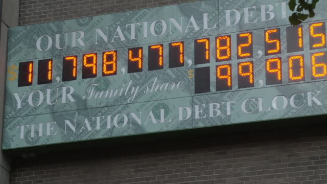 vídeos y material grabado en eventos de stock de cu zo national debt clock - running total dot-matrix display showing current united states gross national debt, sixth avenue, manhattan / new york city, new york, usa - debt