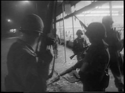 vidéos et rushes de national guards patrolling looted streets after race riots at night / detroit / newsreel - detroit