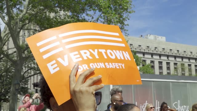 national gun violence awareness day is the first friday in june people rallied at cadman plaza park in brooklyn and marched across the brooklyn... - controllo delle armi da fuoco video stock e b–roll