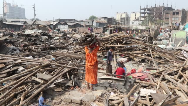 national housing authority conducts an eviction drive at a slum in bhashantek of dhaka during the daylong drive nearly 10acres of government land... - 立ち退き点の映像素材/bロール
