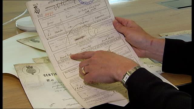 national maritime museum puts thousands of sailors records online england london greenwich ext tony robinson interview sot low angle view ship masts... - joseph conrad bildbanksvideor och videomaterial från bakom kulisserna