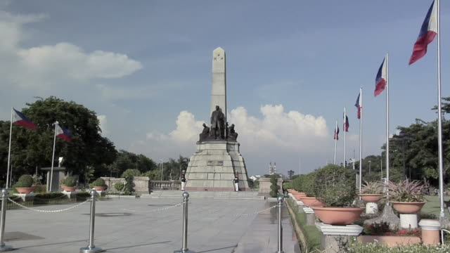 ws, zi, national monument to dr jose rizal, rizal park, manila, philippines - monument stock videos & royalty-free footage