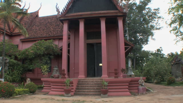 ws pan national museum exterior, phnom penh, cambodia - phnom penh stock videos and b-roll footage