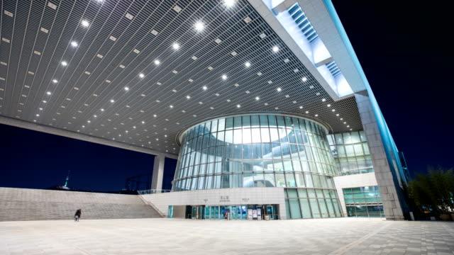 vídeos y material grabado en eventos de stock de national museum of korea in yongsan-gu at night - luz brillante