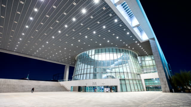 vídeos de stock e filmes b-roll de national museum of korea in yongsan-gu at night - luminosidade