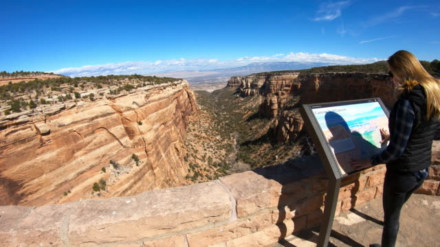 national park usa, woman looking at map - canyon stock-videos und b-roll-filmmaterial