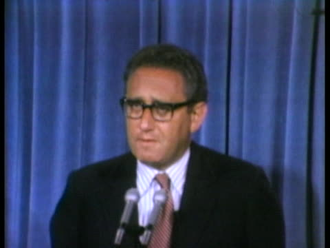 vídeos de stock e filmes b-roll de national security adviser henry kissinger tells a press conference about a treaty lessening the chance for nuclear war, signed by president richard... - leonid brezhnev
