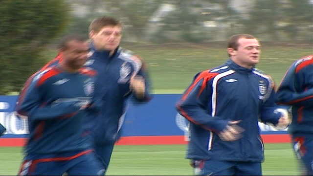 vidéos et rushes de national teams prepare for euro 2008 qualifiers england ext england footballers during training session including frank lampard wayne rooney steven... - angleterre