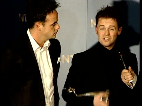 stockvideo's en b-roll-footage met national television awards 2003 itn declan donnelly interviewed sot people who pick up phone vote that's what makes it special - declan donnelly