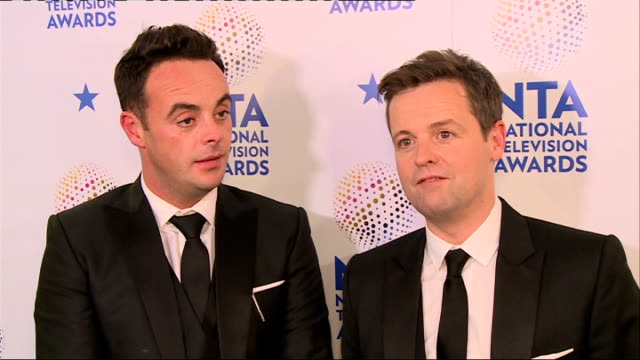 stockvideo's en b-roll-footage met winners' room ant dec interview sot / ant and dec posing with their awards - ant mcpartlin
