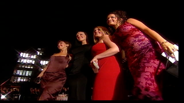 stockvideo's en b-roll-footage met national television awards; itn england: london: royal albert hall: ext/night four actresses posing for photocall on arrival actor, steve mcfadden,... - soapserie
