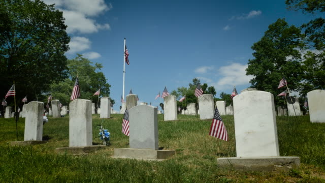 national veterans cemetery 4k - gravestone stock videos & royalty-free footage