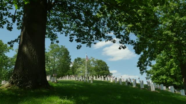 Veteraner kyrkogård brett Under Eken 4k