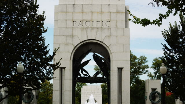 ms td national world war ii memorial, washington d.c, usa - 戦争記念碑点の映像素材/bロール