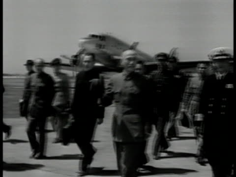 stockvideo's en b-roll-footage met nationalist kuomingtang soldiers standing at attention on airfield chinese military political leader chiang kaishek walking w/ cane hat in hand... - chiang kai shek
