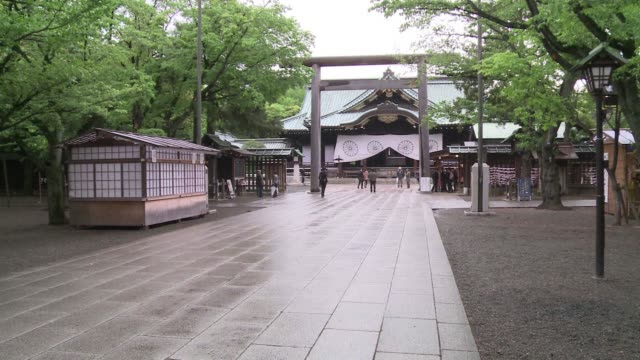Nationalist Prime Minister Shinzo Abe visits Tokyos controversial Yasukuni war shrine in a move certain to stir relations with Japans Asian...