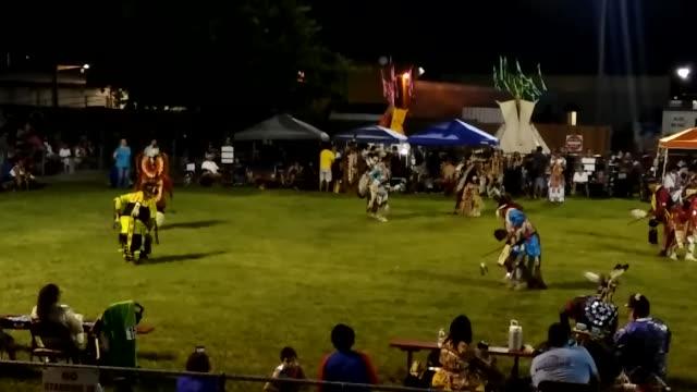 vidéos et rushes de native american dance competition at traders' village - réserve amériendienne