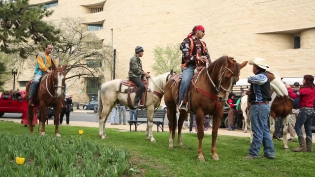 native american demonstrators prepare to ride horses through washington as part of the protest. members of the cowboy and indian alliance, including... - recreational horseback riding stock videos & royalty-free footage