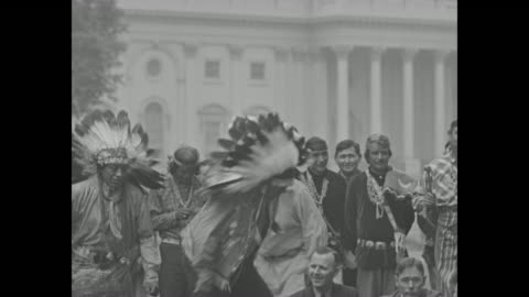 vídeos de stock, filmes e b-roll de native american drummer in the midst of other native americans and lawmakers rep. will rogers, at left, and sen. elmer thomas, at right, seated... - tribo norte americana