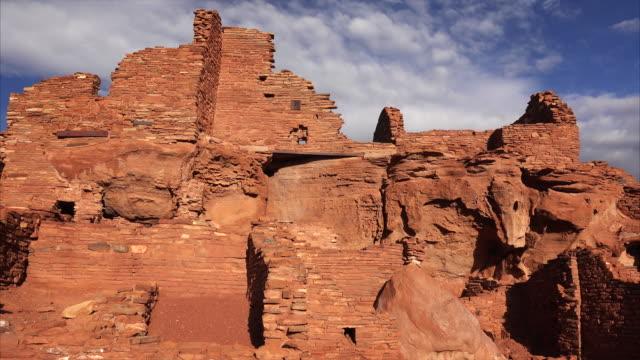 native american ruins at wupatki national monument - flagstaff arizona video stock e b–roll