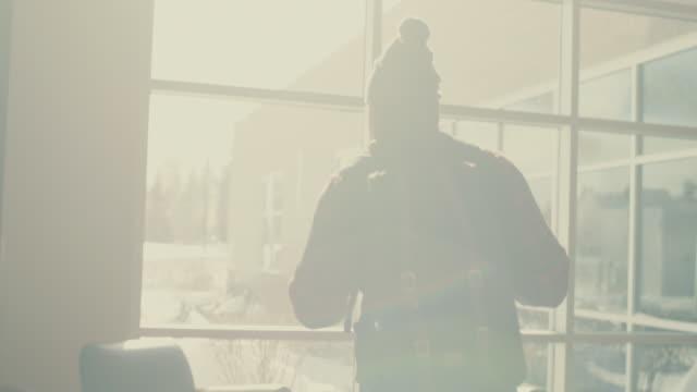 vídeos de stock, filmes e b-roll de native american student walking into university building, sitting down - aluno mais velho