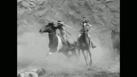 vídeos y material grabado en eventos de stock de native american warriors with weapons riding horses in canyon, usa - western usa
