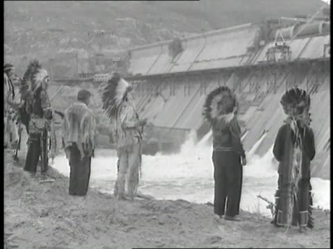 vídeos de stock e filmes b-roll de native americans bless the grand coulee dam. - benção
