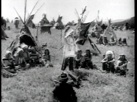 vídeos de stock e filmes b-roll de montage native americans in traditional dress with teepees, sitting, dancing in a circle / united states - índio americano