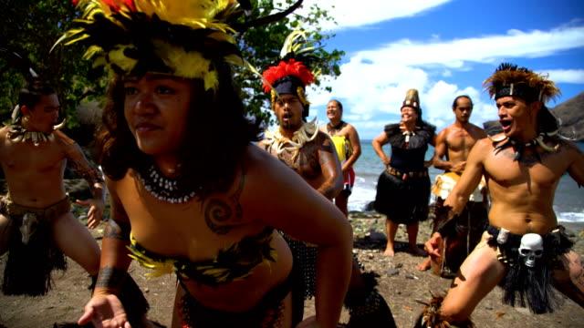 stockvideo's en b-roll-footage met native marquesan group performing bird dance marquesas pacific - frans polynesië