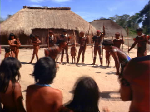 stockvideo's en b-roll-footage met 2 native men wrestling outdoors while tribe looks on / amazonas, brazil - latijns amerikaanse cultuur