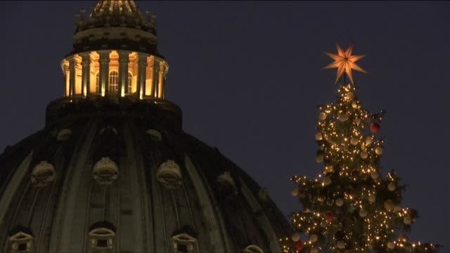 stockvideo's en b-roll-footage met a nativity scene and christmas tree decorated with baubles made by sick children is unveiled on the famous saint peter's square in the vatican city - kerststal