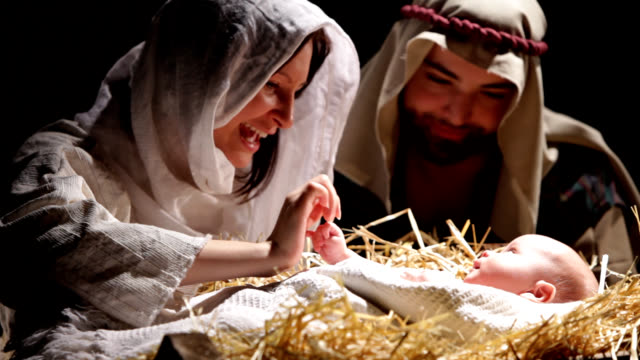 stockvideo's en b-roll-footage met nativity scene - koning koninklijk persoon