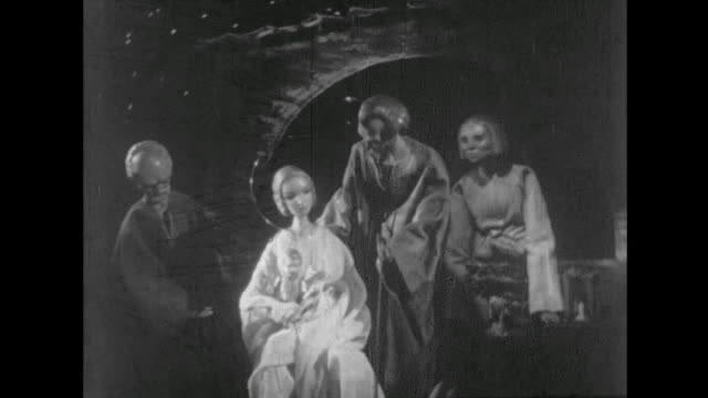 nativity scene with camera zooming out - キリスト降誕点の映像素材/bロール
