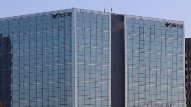vidéos et rushes de natixis headquarters - façade