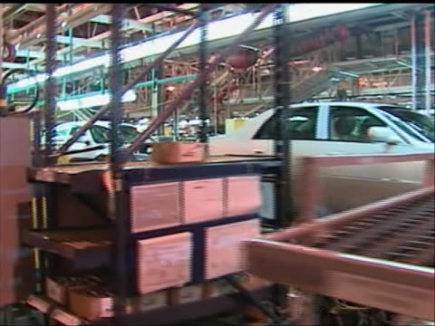 natsot. a continuous walking shot of cars on the assembly line at a general motors auto-factory in detroit, michigan. several different car models... - シボレー点の映像素材/bロール