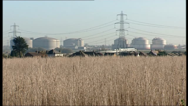 natural gas plant issue hits boris johnson's plans for isle of grain airport; england: kent: medway: isle of grain: ext various of large natural gas... - kent england stock videos & royalty-free footage