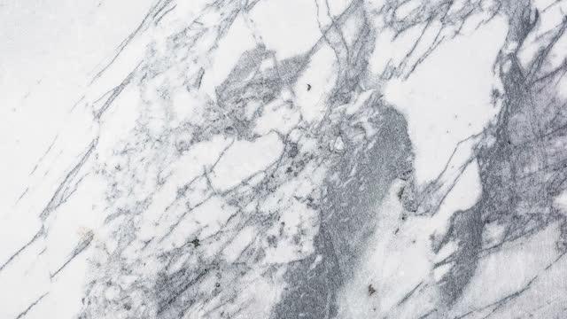 vidéos et rushes de panoramique naturel de fond de texture de pierre - texture douce