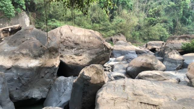 vídeos y material grabado en eventos de stock de a natural waterfall in thailand - piedra material de construcción