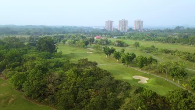 nature golf course against blue sky - ゴルフ場点の映像素材/bロール