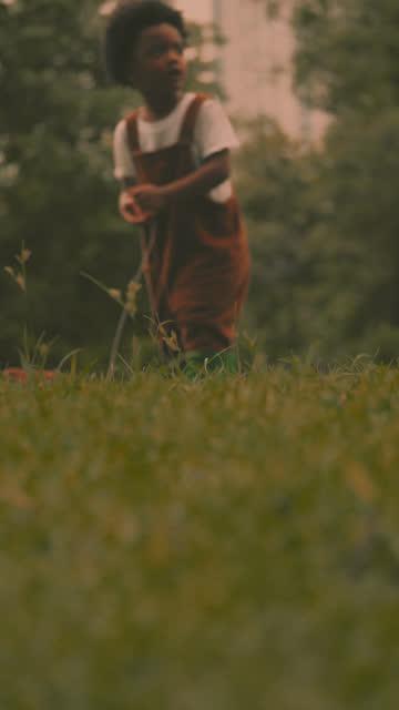 naturinlärning - endast en pojkbaby bildbanksvideor och videomaterial från bakom kulisserna