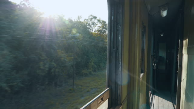 4 k: 移動列車からの風景 - 出張点の映像素材/bロール