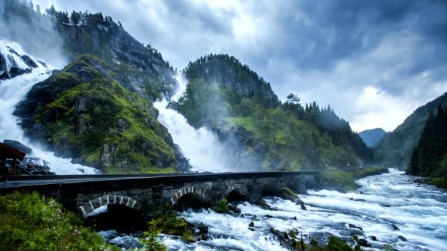 nature-scape cinemagraphs - famous waterfall in west norway - cinemagrafi bildbanksvideor och videomaterial från bakom kulisserna