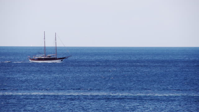 ls 船舶海をクルージング - nautical vessel点の映像素材/bロール