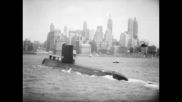 vídeos de stock e filmes b-roll de nautilus in the ocean / man driving the atomic powered submarine / nautilus in new york harbor / cu missile onboard the submarine / missile launched... - guerra fria