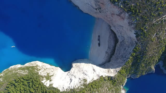 navagio strand, insel zakynthos, griechenland - bay of water stock-videos und b-roll-filmmaterial