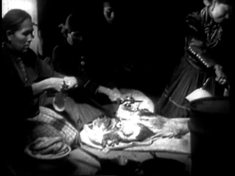 stockvideo's en b-roll-footage met 1939 ms navajo indian women preparing food in navajo hogan / southwest united states / audio - ceremonie