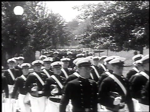 stockvideo's en b-roll-footage met 1930 montage us naval academy cadets parading in review on june 4, 1930 / annapolis, maryland  - amerikaanse zeemacht